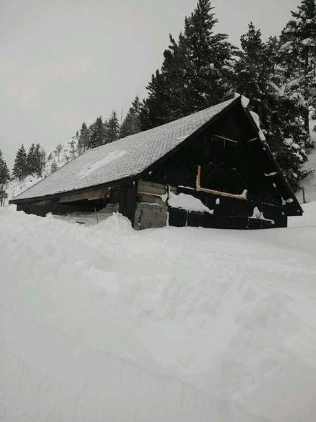 Le chalet du Col de Peyresourde éventré par une avalanche - Vallée du Louron | Facebook | Vallée d'Aure - Pyrénées | Scoop.it