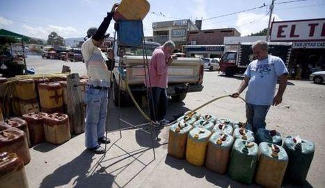 ►LA OPOSICIÓN JUSTIFICA el bachaqueo de combustible hacia Colombia #Ladrones es lo que son! | En la lucha-Struggle goes on | Scoop.it