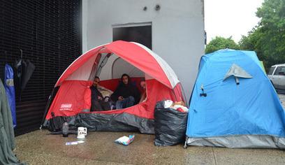 Des chercheurs d'emploi campent sur le trottoir pour postuler à New York | Le Monolecte | Scoop.it