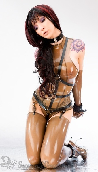 Fantasy Victim - Latex Fashion Model Susan Wayland   Latex   Scoop.it