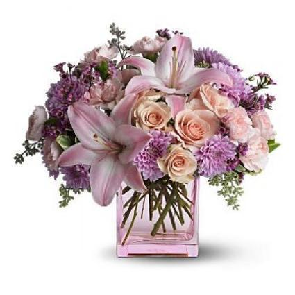 Everybody will surely enjoy this flower arrangement. It will not fail to bring the nice and refreshing feeling of living with nature. Its magnificent colors will surely show the beauty of spring in... | Local Blossom | Scoop.it