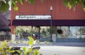 Antiques On Broadway on Facebook | Antiques & Vintage Collectibles | Scoop.it