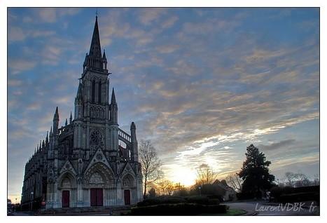 Le Blog de Rouen, photo et vidéo: La basilique de Bonsecours et le momument à J. d'Arc au soleil levant | MaisonNet | Scoop.it