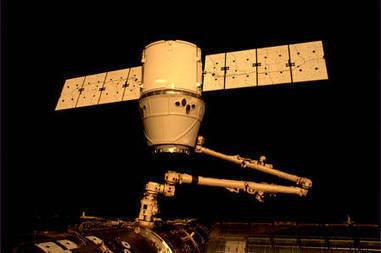En image : l'amarrage de la capsule Dragon sur l'ISS | The Blog's Revue by OlivierSC | Scoop.it