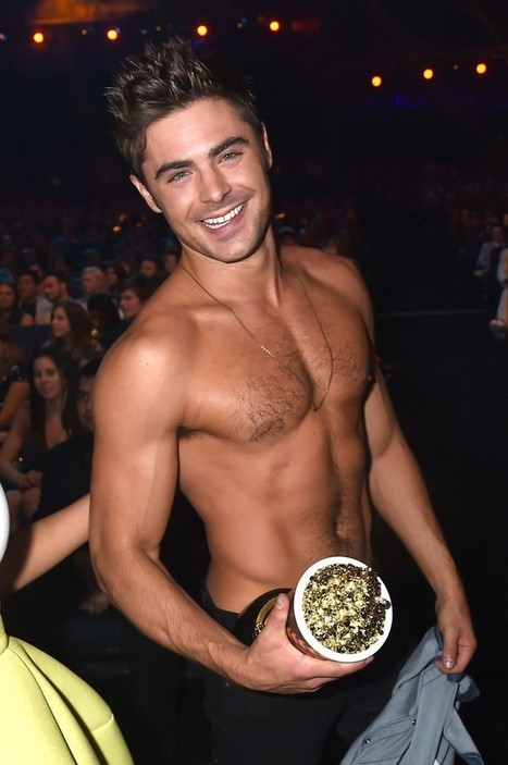 """Zac Efron's""""Sneak Kiss""""and The Secret to His Even More Ripped Abs 