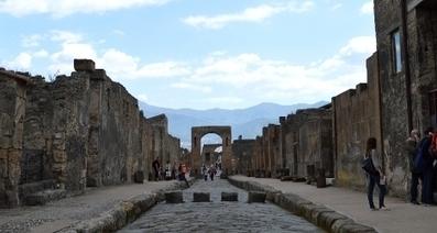 Tourist wanted Pompeii tiles as 'souvenir' - The Local | Smash!Mosaics | Scoop.it