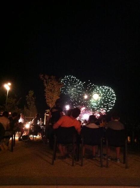 @nrchatellerault #chatellerault Le feu d'artifice en direct du Caribou café | Chatellerault, secouez-moi, secouez-moi! | Scoop.it