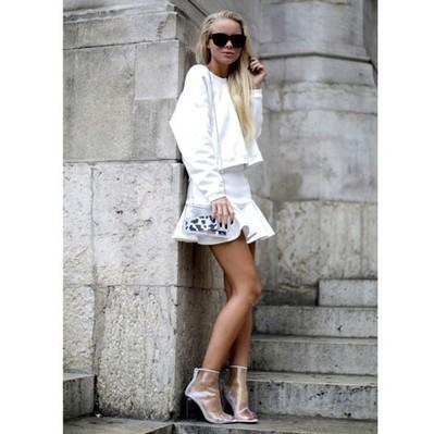 Fotos: Minis de volantes, las indispensables de primavera-verano-Look blanco 56038 | Tendencias | Scoop.it