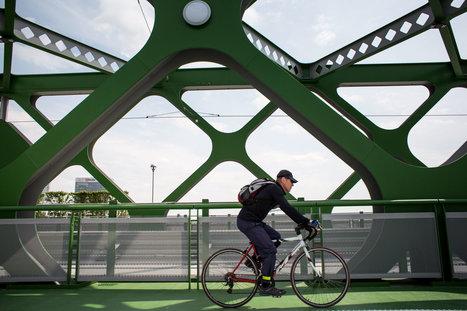Cyklotrasu na Starom moste uzavreli a vylepšovali, kritizoval ju aj Tkáč z J&T - Denník N   Slovakia.Slowakei.LaSlovaquie.Slowacja.Szlovákia   Scoop.it