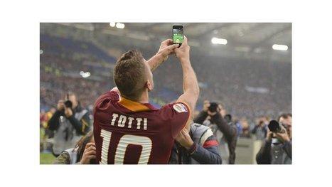 Inagotable: Totti rescató a Roma en el clásico con Lazio y lo festejó con una selfie con los hinchas | Roma, Juan Manuel Iturbe, Lazio | management | Scoop.it
