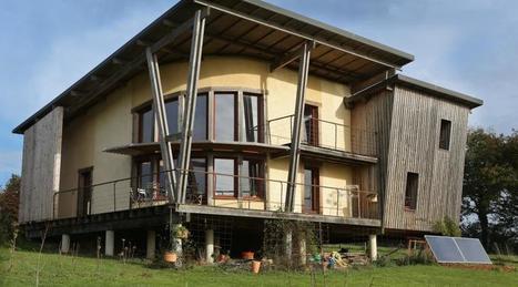 Architecture. Ils ont construit leur maison en paille et bois à Thourie (35) | Maison ossature bois écologique | Scoop.it