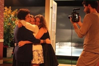 La Brésilienne Christiane Jatahy scrute trois sœurs échappées de Tchekhov - Rue89 | Les spectacles du CENTQUATRE dans la presse | Scoop.it
