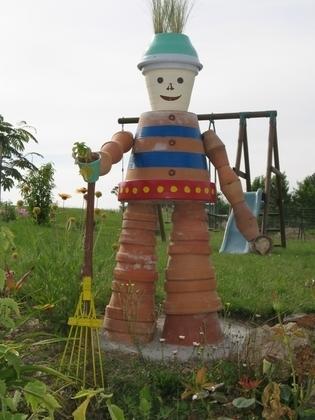 Construction d'un bonhomme avec des pots en terre cuite | Best of coin des bricoleurs | Scoop.it