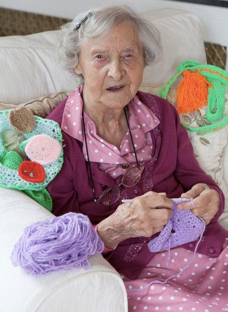 Grace est la doyenne du street art : à 104 ans, elle orne sa ville de magnifiques créations tricotées | SooCurious | 694028 | Scoop.it