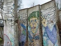 Carte postale du mur de Berlin, entre mort et vie de la démocratie   Rainbow Berlin   Scoop.it