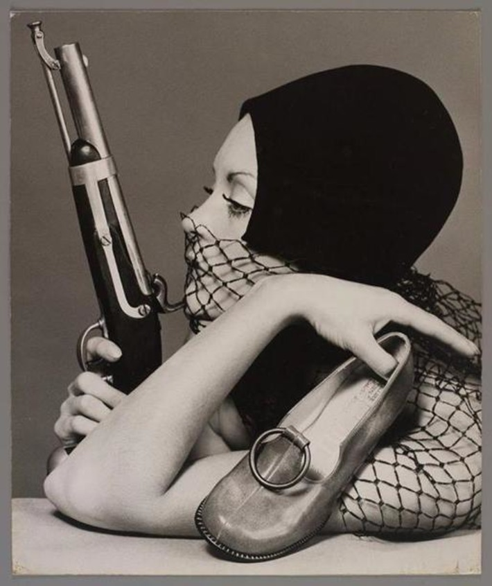 Sandi Mitchell with Gun, 1970 | A Marketing Mix | Scoop.it