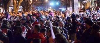 A dying girl's last wish is 'to hear some carolers.' 10,000 people show up to sing. | Social Media sites | Scoop.it