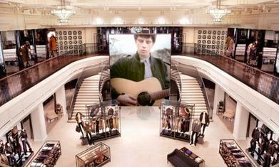 Luxury retailers leading the way with in-store technology | market research | Scoop.it