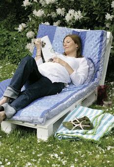 Initiales GG, une fille mais pas que...: DIY : une chaise longue en bois de palette | Déco Design | Scoop.it