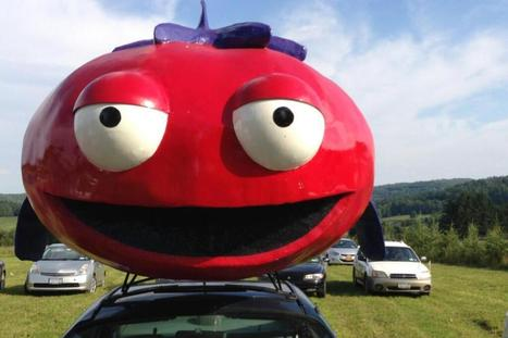 This Bizarre Tomato-Car Has A Message For You | contemporary artists | Scoop.it