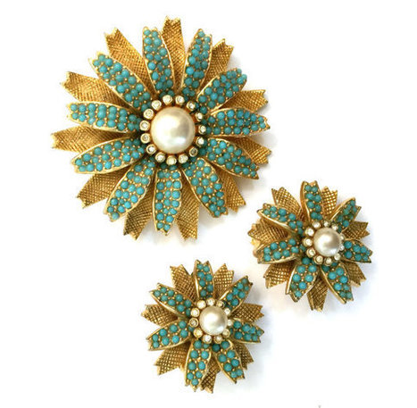 Ciner Turquoise, Ice Rhinestones, and Faux Pearl, Floral Demi | serendipity treasures | Scoop.it