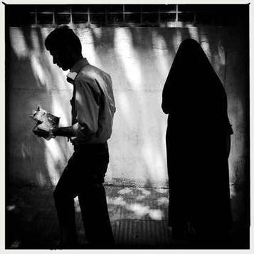 'Light and shadows on the streets of Tehran' by Mohsen Chinehkesh | Fotografía | Scoop.it
