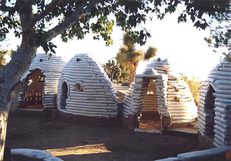 Maison en sacs de terre de 50 m2 pour 8700 euros | Economie Responsable et Consommation Collaborative | Scoop.it