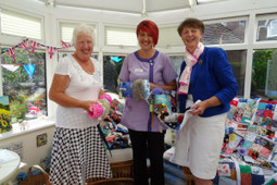 Felpham WI makes muffs and blankets for dementia patients | Western Sussex Hospitals NHS Foundation Trust | Scoop.it