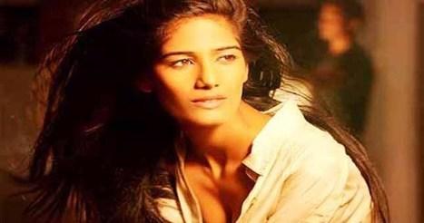 Bollywood News:पूनम की वेबसाइट हैक, लिखा 'पाकिस्तान जिंदाबाद' | Bollywood News | Scoop.it