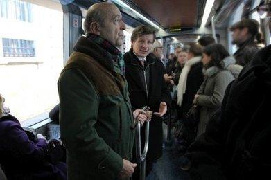 Municipales à Bordeaux : Alain Juppé en campagne dans le tram   Municipales Bordeaux 2014   Scoop.it