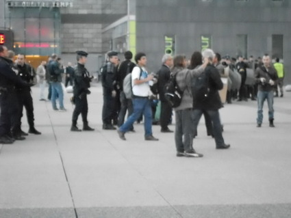 4M Les CRS viennent aider la police municipale, débordée par le nombre d'indigné(e)s... | #marchedesbanlieues -> #occupynnocents | Scoop.it