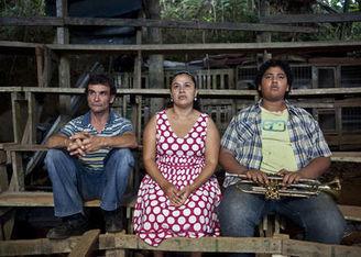 Al fin llegó 'Por las plumas', comedia tica que se estrena hoy en los cines ticos | Movies | Scoop.it