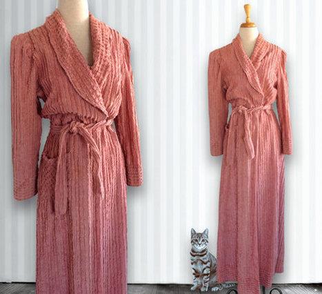 1940s / 1950s Light Pink Chenille Robe // Plush Bathrobe, Bathrobe, Size 14 | DustyDesert vintage | Scoop.it