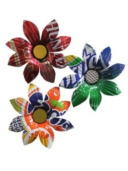 Recycled Tin Daisies | recycle and repurpose | Scoop.it