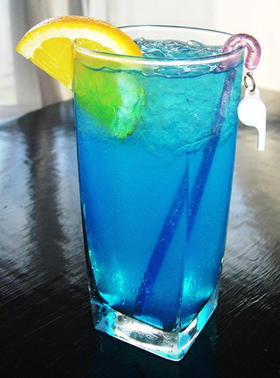 Blue Lagoon Cocktail Recipe (Vodka) - How to Make a Blue Lagoon Cocktail | How to Make Cocktail Drinks | How to Make Mixed Cocktail Drinks | Scoop.it