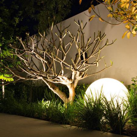 Una buena iluminación permite disfrutar de la piscina hasta de noche - Casas de iluminación líderes y articulos de decoración | Iluminación Exterior | Scoop.it