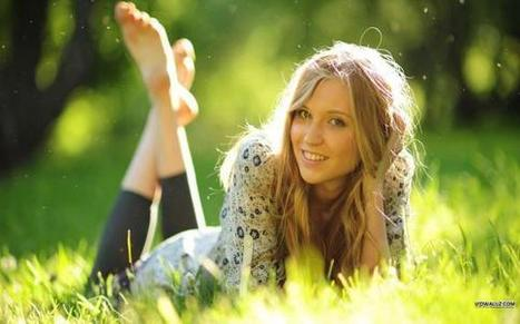 Girl Lying On Grass | HD Wallpapers | Scoop.it