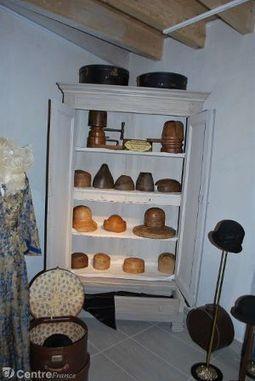 Les commerçants ont sorti des trésors des archives et des collections retraçant l'histoire de la ville | Rhit Genealogie | Scoop.it