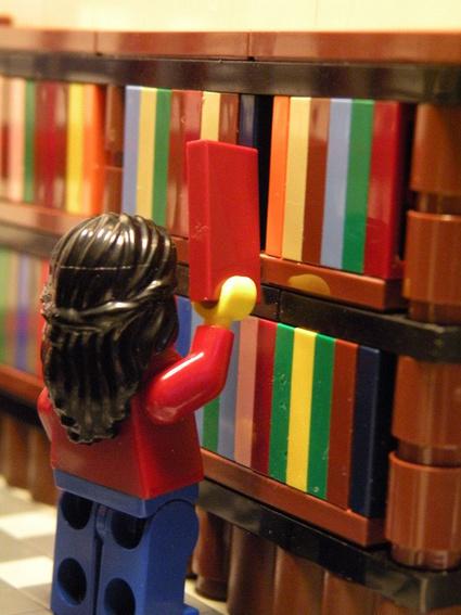 Lego librarian – Playmobil librarian (Furry Librarian) | Veille professionnelle des Bibliothèques-Médiathèques de Metz | Scoop.it