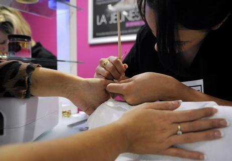 L'institut de beauté bichonne les démunis - Le Parisien | Debymagazine | Scoop.it