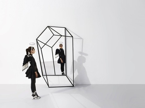 """Black Wings"" 3-D Clothing Rack ©+tongtong 