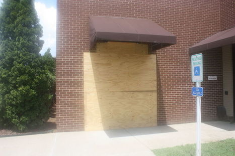 Woman drives car into door of Williamson County Public Library | Tennessee Libraries | Scoop.it