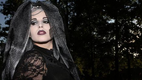 Belfast City Hall opens its doors after 'goth invasion' | The Global Village | Scoop.it