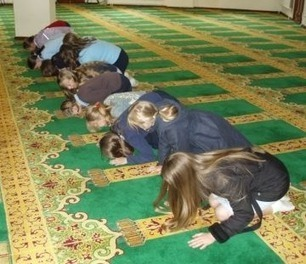 Dearborn MI: Christian Students Forced to Pray to Allah, Study Quran, Pledge Allegiance to Afghan Flag