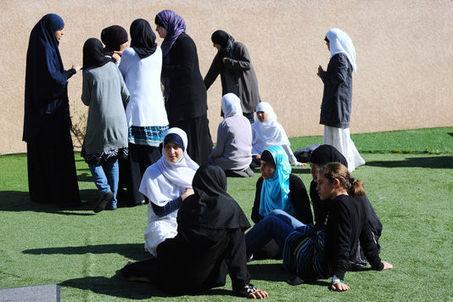 La loi sur le voile à l'école n'a pas résolu la question des « signes religieux ostensibles » - Le Monde | Veille sur le voile | Scoop.it