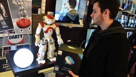 Englos : le robot Nao s'invite au «salon connecté» de Darty (VIDÉO) | Une nouvelle civilisation de Robots | Scoop.it