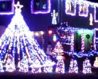 AC/DC: 5 Great Christmas Lights Displays | #classicrock | Scoop.it