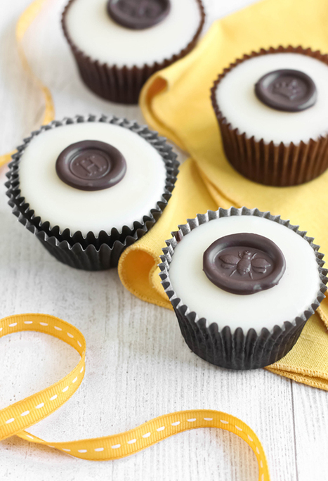 "Sprinkle Bakes: Chocolate ""Wax"" Seals on Poured Fondant Honey Cupcakes 