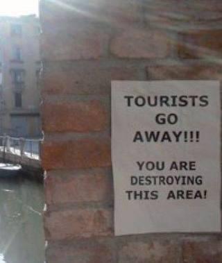 Venezia, volantini contro i turisti  <br/>&laquo;Andate via, distruggete tutto&raquo; | ALBERTO CORRERA - QUADRI E DIRIGENTI TURISMO IN ITALIA | Scoop.it