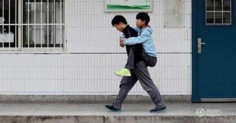 Xie Xu lleva cargando a su amigo con distrofia muscular a la escuela desde hace 3 años | EDUCuestionadores - Historias del día | Scoop.it